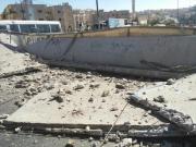 بالصور انهيار جسر مشاة على أوتستراد الزرقاء