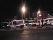 قوة امنية تغلق طريق المطار وتلقي القبض على سائق كان يطلق النار بالهواء