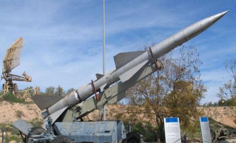 الحوثيون يعلنون إطلاق صاروخ سكود على قاعدة سعودية