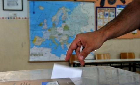بدء التصويت في استفتاء اليونان