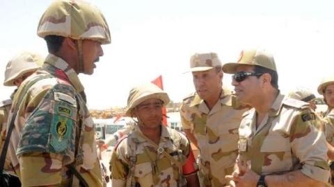 السيسي يتفقد قواته في سيناء